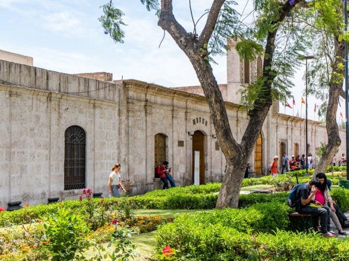 Peru, Arequipa, Plaza de Armas, Basilica Cathedral von Arequipa, Alpaca, Alpacawolle, Church of San Agustí, Innenstadt, Free Walking Tour, Meerschweinchen, Pisco Sour, Santa Catalina