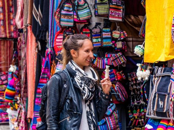 bolivia, Bolivien, la Paz, El Alto, cable cars, Seilbahn, Doppelmayr, witchmarket, street art, red cap walking, zebra