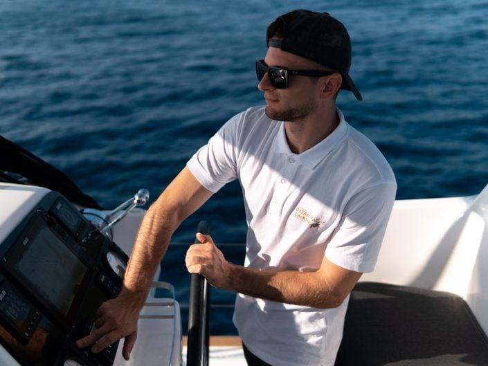 der Captain am Steuer